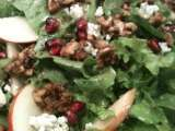 Recipe Green lettuce with apples, candied walnuts and pomegranate seeds