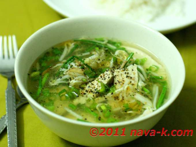 Chicken and bean sprouts soup