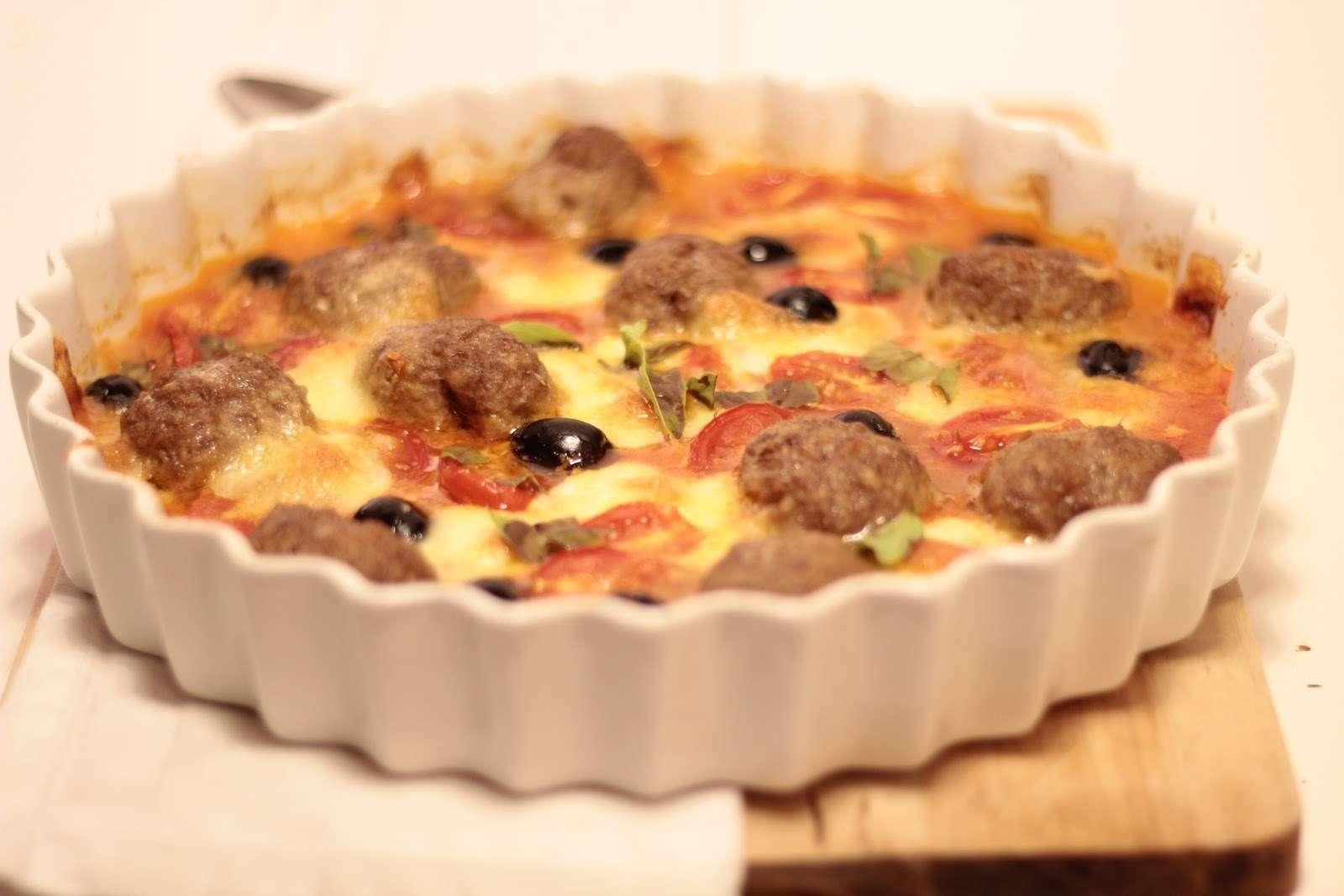 Almôndegas no forno com mozarela, tomate e azeitonas ... Almondegas Receita Portuguesa