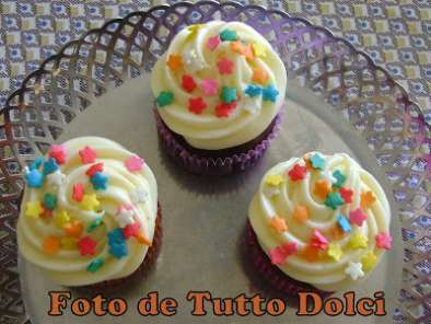 Cupcakes de chocolate com cobertura de cream cheese