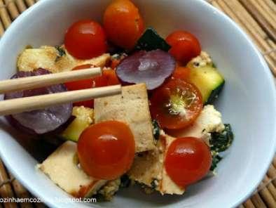 Salada de Tofu marinado em iogurte e Legumes com Requeijão