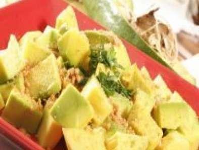 Salada de Abacate com amendoins